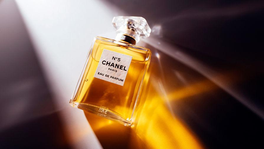 В компании Chanel отчитались о падении продаж в пандемию