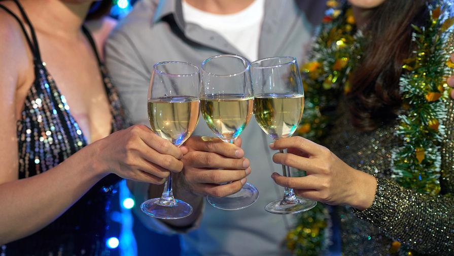 В Роспотребнадзоре рассказали, кому нельзя пить алкоголь в Новый год