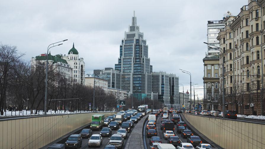 Московских автомобилистов предупредили о вечерних пробках до восьми баллов