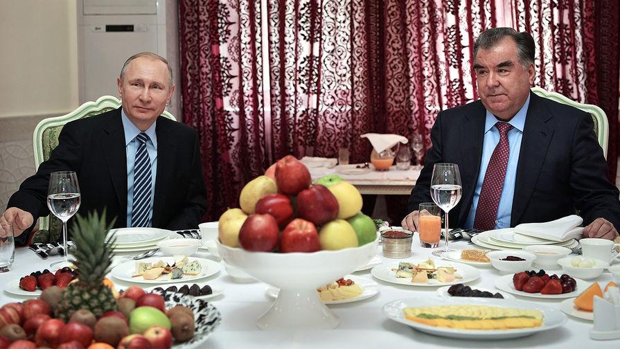 Путин и президент Таджикистана поздравили друг друга с наступающим Новым годом