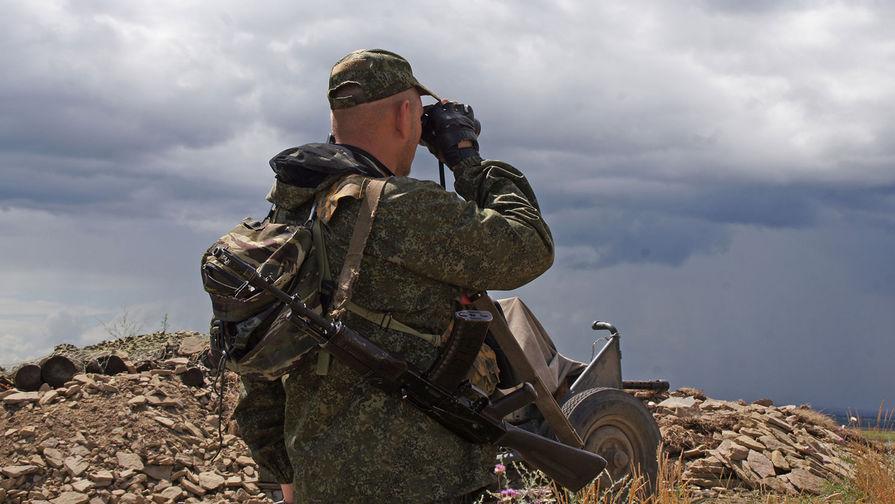 ЛНР заявила о размещении украинской армией бронетехники у жилых домов в Золотом