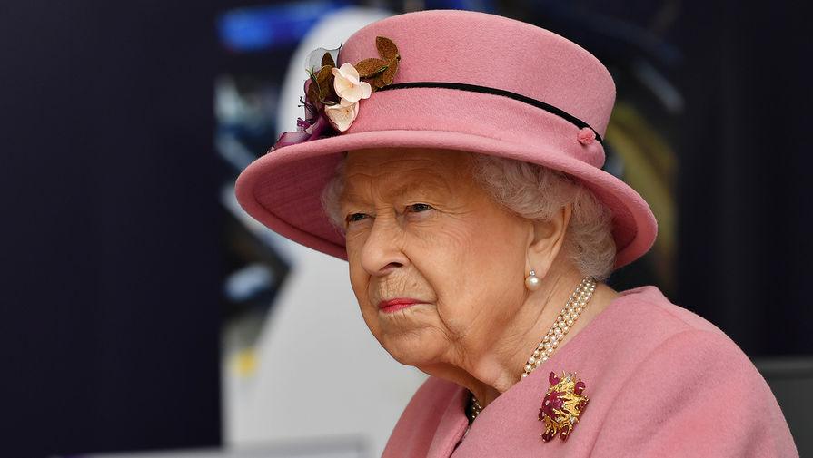 Елизавета II и ее супруг привились от коронавируса
