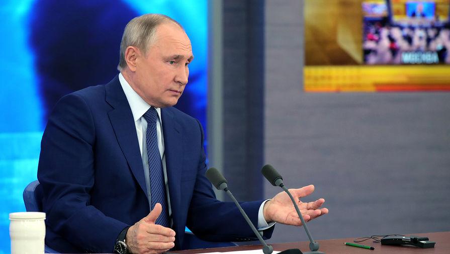 Путин: кабмину удалось не допустить критического спада в экономике в пандемию