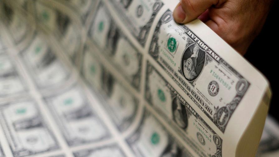 Цена евро и доллара снижается на открытии торгов