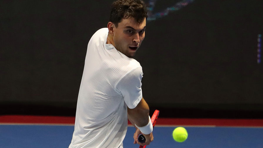Тениcист Карацев зажег на пресс-конференции после выхода в 1/2 финала Australian Open