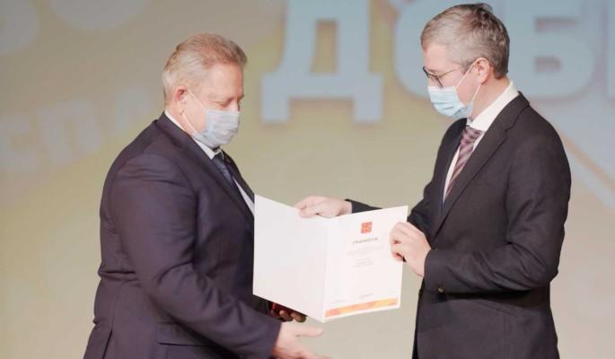 Губернатор Камчатки наградил добровольцев памятными медалями