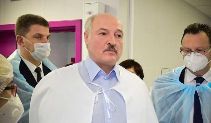 Поездки Лукашенко по больницам назвали бесполезными: Мнение белорусов не поменять