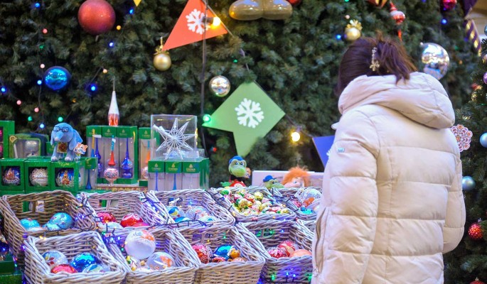 Как магазины обманывают россиян с помощью новогодних скидок и акций