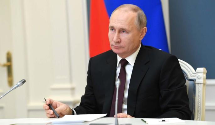 Песков сделал заявление о вакцинации Путина: Ждал завершения всех формальностей