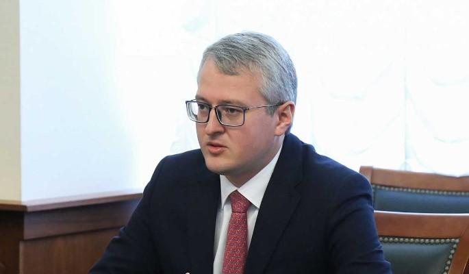 Губернатор Камчатки вручил семьям ключи от нового жилья и принял участие в акции 'Елка желаний'