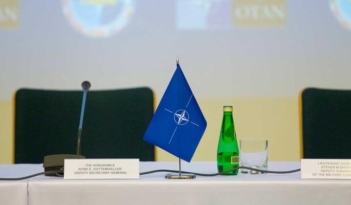 Политолог Перенджиев объяснил непривлекательность Украины для НАТО