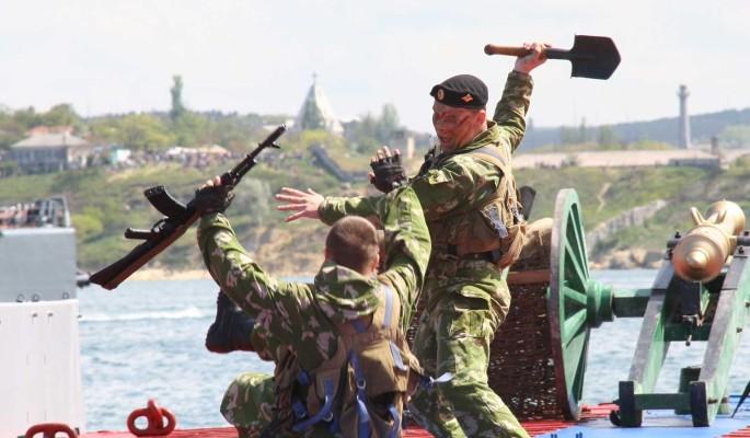 'Придется гнать': Украина стягивает войска к границе с Крымом