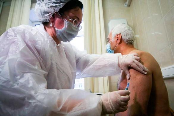 Возраст не помеха: прививку от коронавируса сделал 104-летний москвич