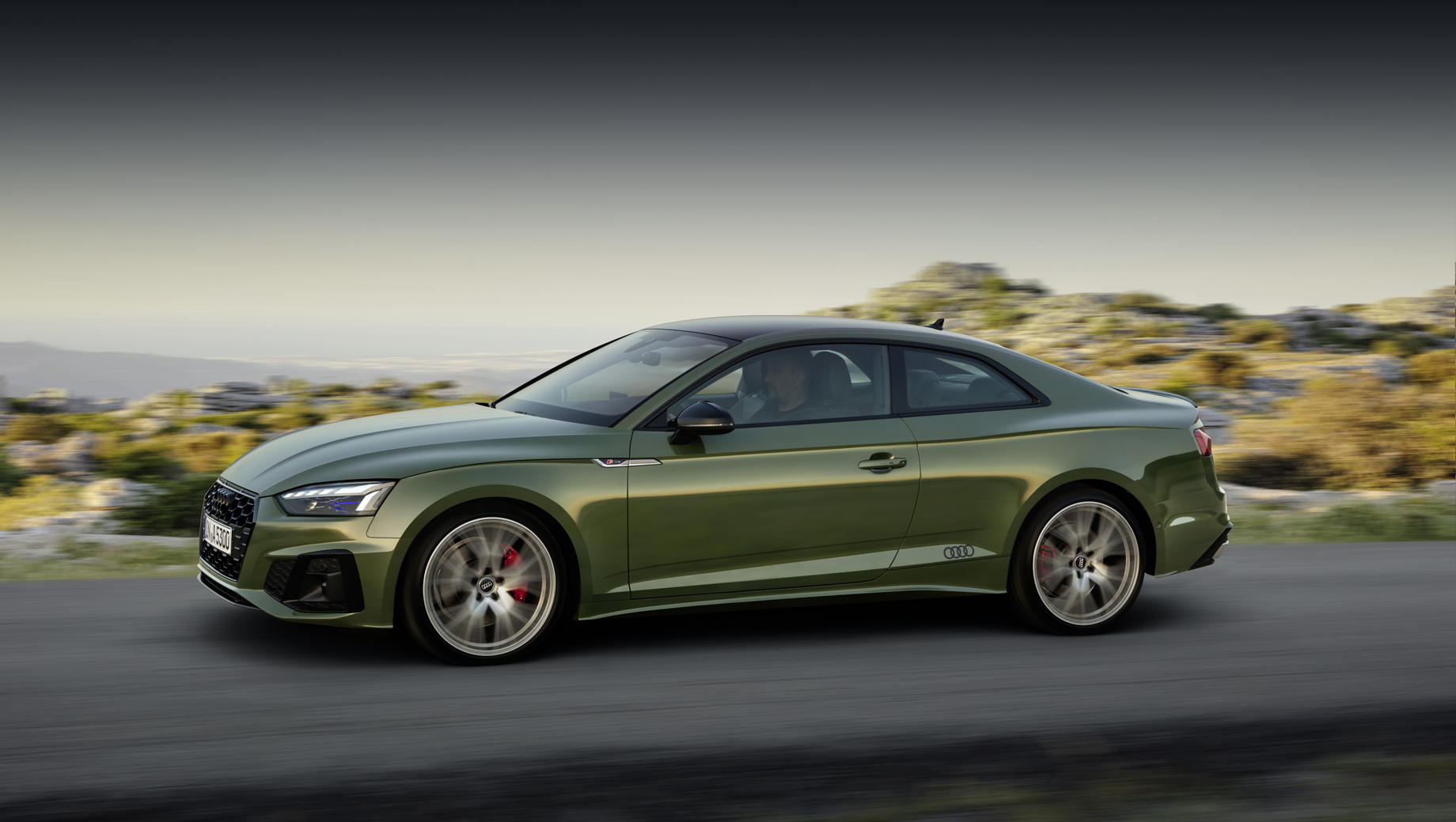 На паре тысяч Audi A4 и A5 проверят топливный шланг