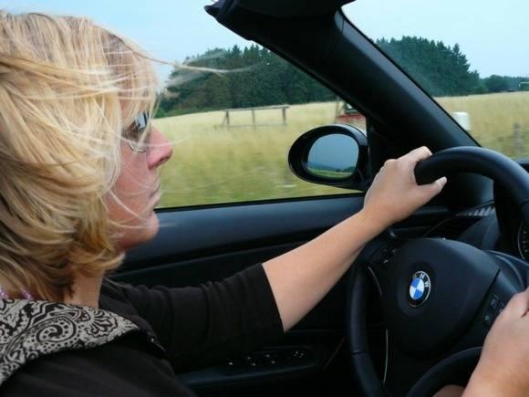Американские ученые выяснили, почему маленькие автомобили могу быть опасны для женщин