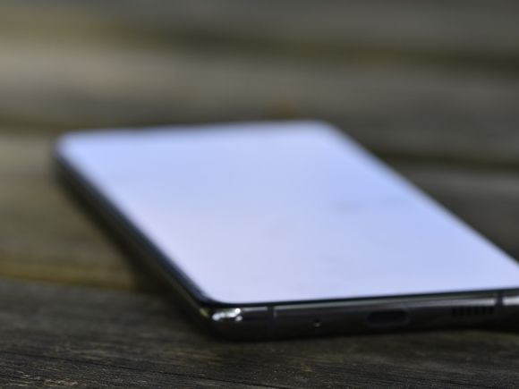 Педагог: Запрет на телефоны в школах — бессмысленный и вредный