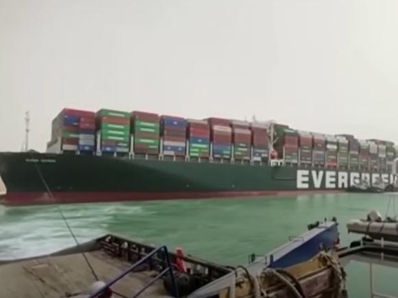 Названа возможная дата освобождения Суэцкого канала
