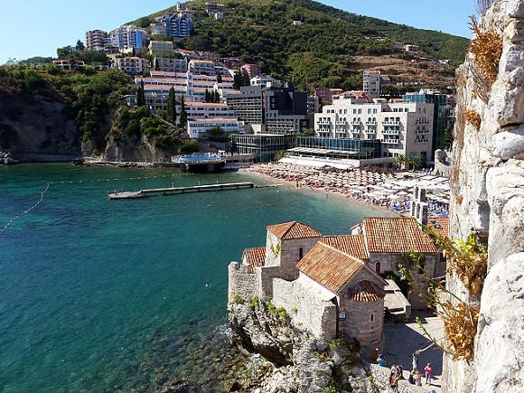 Российским туристам разрешили въезд в Черногорию без теста на ковид