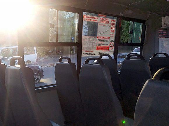 В Барнауле водитель маршрутки уехал, захлопнув двери перед матерью маленького пассажира
