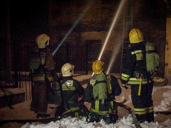 На юге Москвы потушили крупный пожар в ангаре