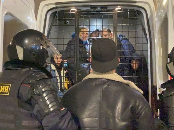 Шестеро задержаны за пикеты в поддержку Навального в Новосибирске