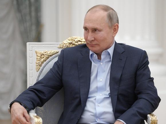 В Кремле изучают варианты повышения пенсий работающим пенсионерам