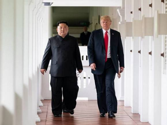 Трамп предлагал подвезти Ким Чен Ына на «борту номер один» до дома после саммита в Ханое