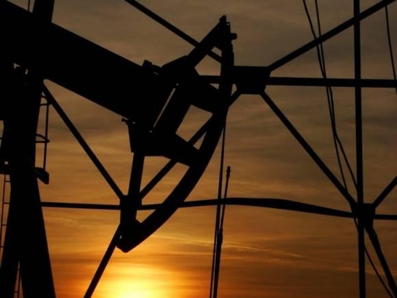 Цены на нефть опускаются, но Brent торгуется вблизи $65 за баррель