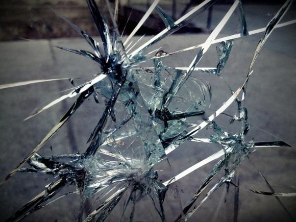 В Костроме в офисе «Единой России» выбили окна