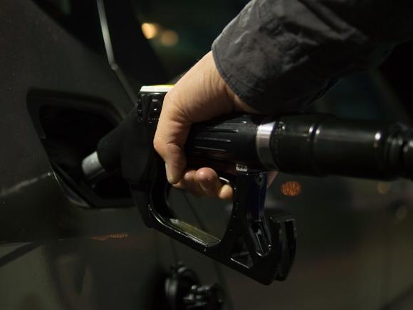 Дочернюю компанию ЛУКОЙЛа заподозрили в завышении цен на бензин