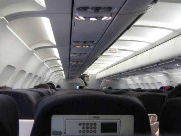 На рейсе Владивосток — Новосибирск пассажирку примотали скотчем к креслу (фото)