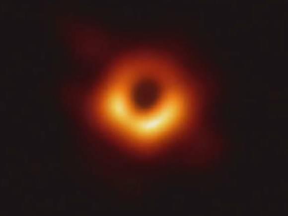 Астрономы «потеряли» крупнейшую черную дыру во Вселенной