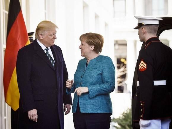 Меркель осудила блокировку Twitter Трампа