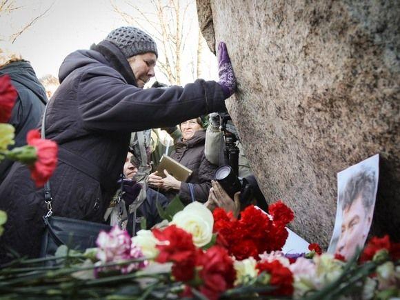 Мемориал на месте убийства Немцова повторно разрушили