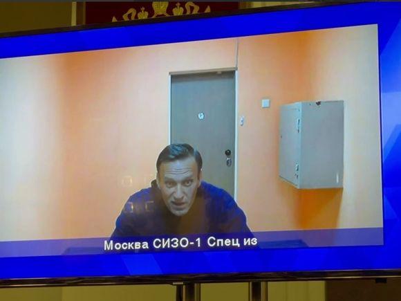 Время заседания суда по Навальному перенесли