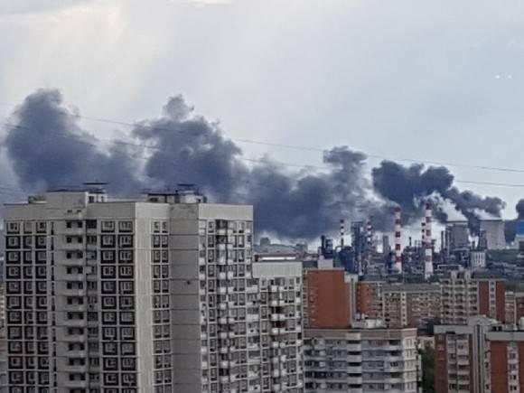 Два человека погибли при пожаре на Рассветной аллее в Москве