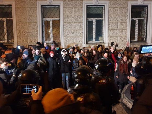 Центр столица практически зачищен от протестующих, на Кузнецком мосту продолжаются задержания