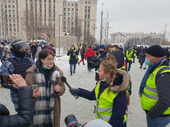 На Красных воротах задержали девушку с туалетным ершиком-микрофоном (фото)