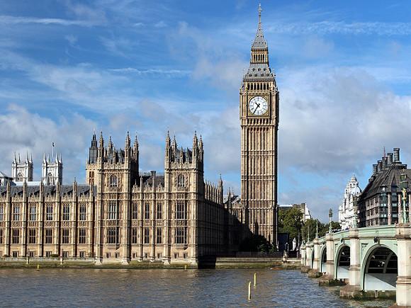«Дым над водой»: в зданиях парламента Великобритании возник «пожар» (видео)