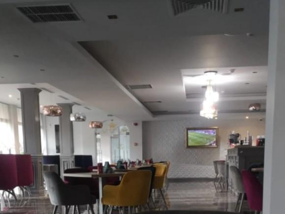 Компания распылила баллончик с газом в кафе в центре Москвы
