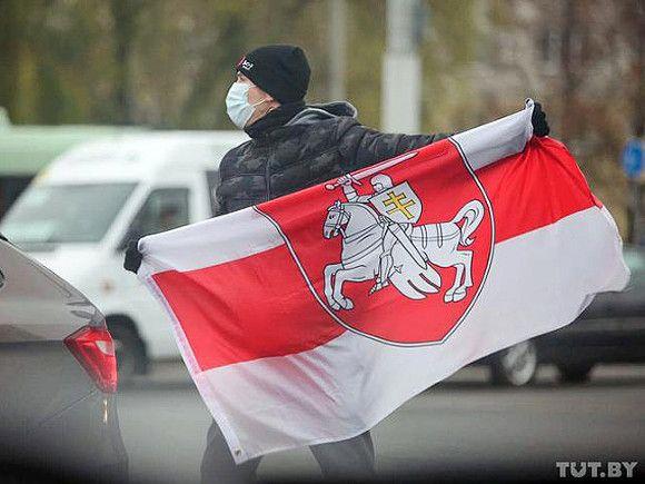 В Белоруссии хотят признать экстремистским бело-красно-белый флаг