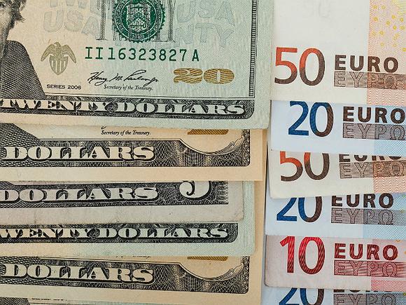 ЦБ РФ поднял официальный курс доллара и опустил евро