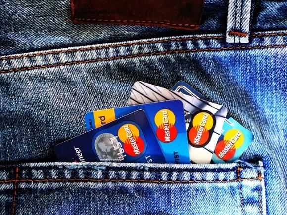 В России существенно сократилась выдача новых кредитных карт