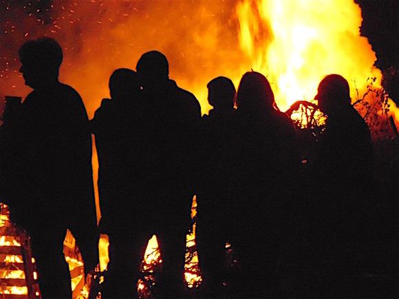 Пожар с семью жертвами под Тюменью произошел в нелегальном доме престарелых
