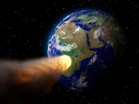 К Земле с рекордной скоростью мчится опасный астероид (видео)