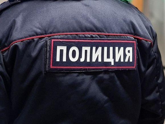 «Грозятся спилить дверь, долбят ногами»: силовики пришли к правозащитникам в Петербурге