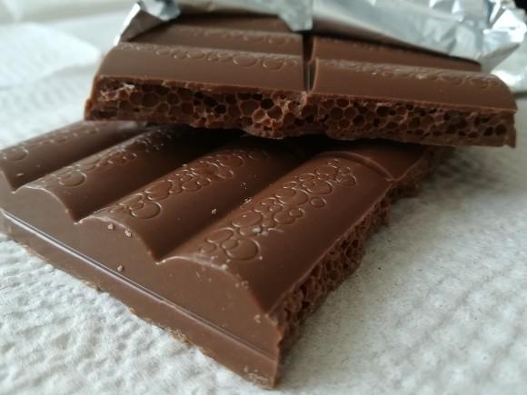 Диетолог рассказала, сколько шоколада можно есть в день для пользы