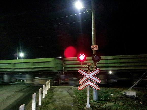 В Приморье легковушка врезалась в поезд, погиб водитель