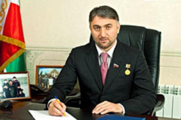 Чеченский депутат от имени Кадырова предложил участнику протестов в Москве «помочь с тем, что касается закона»
