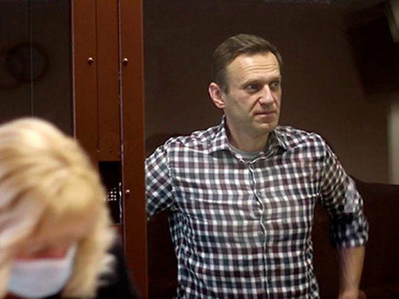 Соратники Навального сообщили, что у политика в колонии сильно болит спина и отнимается нога